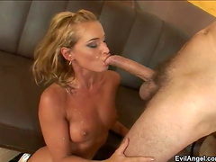 Hardcore fucking at home ends with cum in mouth for a hottie