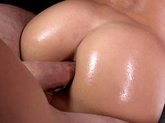 Seductive slut Kelly Diamond XXX enjoys getting fucked in the butt