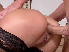 Lana Roberts is one of those blondes who can take it into anus!