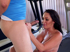 Voluptuous brunette chick with long hair deepthroating a big cock before face fucking it at the gym