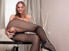Solo model Sabrina Moor spreads her long legs to masturbate
