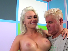 Sexy blonde Gigi Allens Gets Down for a crazy drilling blowjob