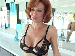 Foxy cougar Veronica Avluv drops on her knees to suck a dick