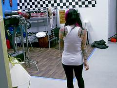 Tattooed chick Hayden Hellfire opens her legs for deep fucking