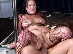 Provocative brunette London Keyes fucked in pussy and tight ass