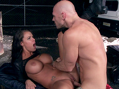 Foreplay with kissing leads to nasty facial for Peta Jensen