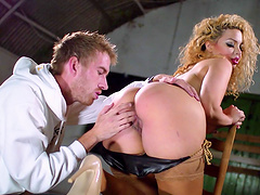 Foxy blonde babe Aruba Jasmine with curly hair fucked in her pussy