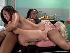 Interracial lesbian threesome with adorable friends of Kaylani Lei