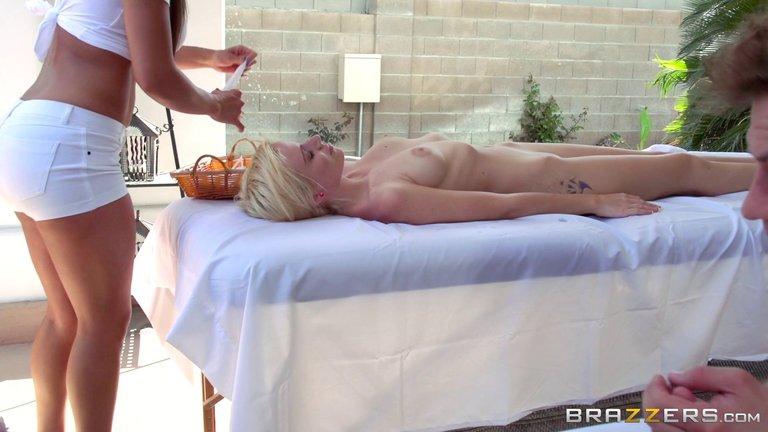 Madchen Jung Outdoor Massage