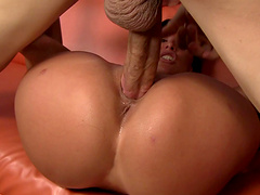 Perfect Lezley Zen wants to show her fucking skills to her friend