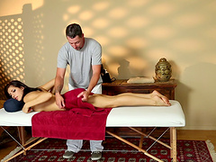Radiant brunette falls for her masseur's charm and gets plowed