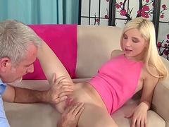 Persuasive horny model  Piper Perri summits to hardcore sex