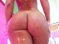 Curvy Kelsi bounces that flexible ass on that giant cock hardcore to an orgasm