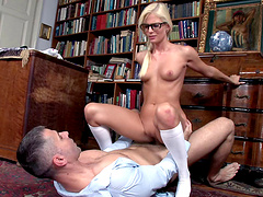 Mutual oral sex and deep pussy drilling with short-haired blonde