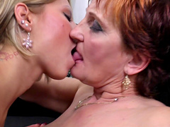 Mature lady and her lesbian girlfriend please each other's cunts