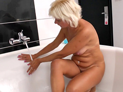 Lesbian pussy licking in the bathroom is a fantasy of lesbian couple