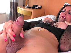 Fernanda Khelher is a hot shemale who love her big sex toy