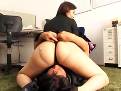 Office worker Kawana Aki wants a fellow to eat her cunt