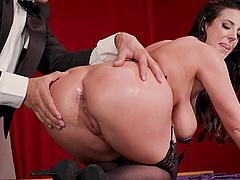 Angela White seduces a magician for a great shagging fun