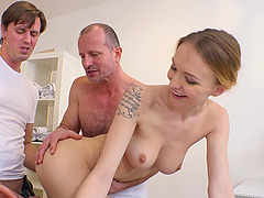Gangbanging Belle Claire makes her feel amazing cause she loves boners