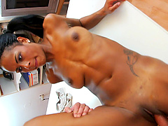 Hardcore pussy smashing after oral sex with Isabella Chrystin