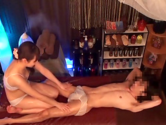 Kinky girl gets her pussy eaten while she sucks a hard cock
