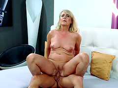 Blonde cougar Jana Nelle finally gets pounded by a young guy