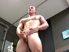 Solo gay dude needs to moan while he plays with his dick