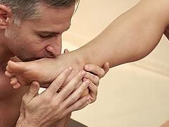 Brunette MILF bombshell Tina Kay makes him cum with her feet