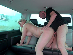 Hardcore reality cowgirl cock ride with Sarah in a car