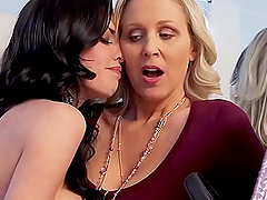 amazing ladies decide to have a perfect orgasm together using a big dildo