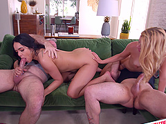 Esperanza del Horno and her friend have fun with cocks together