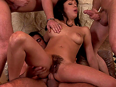 Druuna Diva likes it when more guys drill her holes at once
