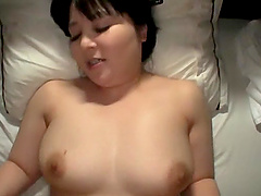 Chubby Asian wants to reach orgasm so she masturbates on the bed