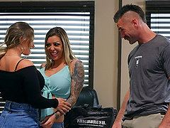 Threesome with Cali Carter and Karma RX is unforgettable experience