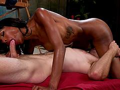 Ebony tranny Natassia Dreams adores good sex with her friend