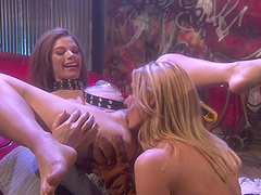 Lesbians Roxetta and Darryl Hanah use a dildo for the best cum ever