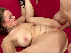 Blonde mature Lillith Lust adores to fuck with young and strong stranger