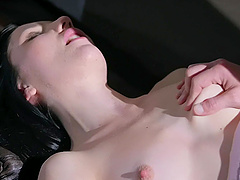 Pale chick Mia Evans opens her legs to be fucked in missionary