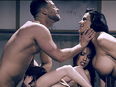 Amazing group sex with girlfriend Jaye Summers and her best friends