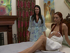 Horny MILF Reagan Foxx gets her pussy licked by sexy Jayden Cole