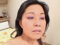 Closeup video of dirty Mako Anzai spreading her puss lips for a perv