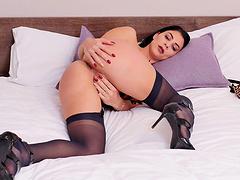Sexy brunette Roxy Mendez opens her legs to pleasure her cravings