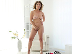 Homemade video of mature Nicol pleasuring her pussy on a sofa