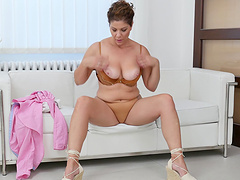 Chubby mature Nicol drops her panties and fingers her wet cunt