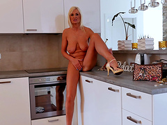Video of horny mature Roxana Hanova playing in the kitchen