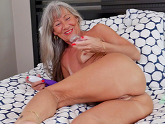 Video of dirty granny Leilani Lei pleasuring her puss with toys