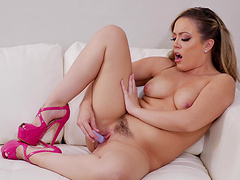 Video of trimmed pussy Carmen Valentina playing with a dildo
