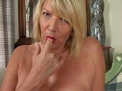 Horny mature amateur Amy Goodhead enjoys pleasuring her pussy
