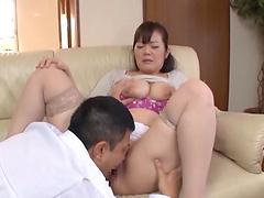Amateur fucking on the sofa with chubby Japanese wife Touya Shinri